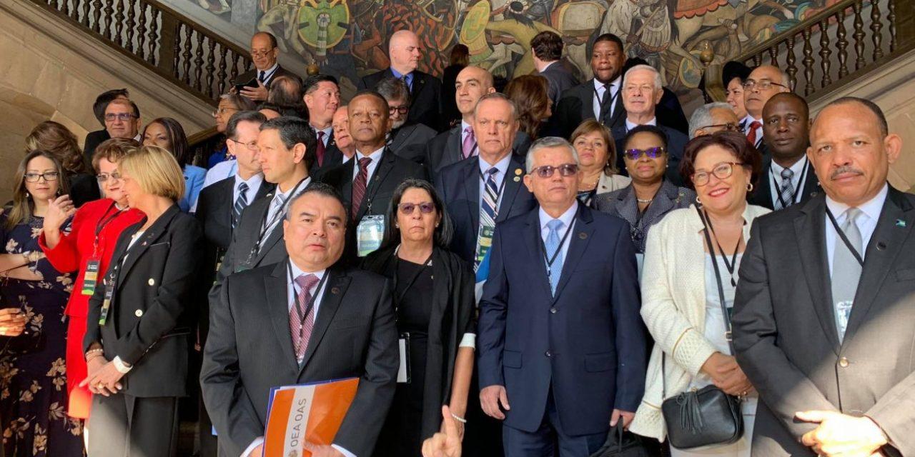 Minister Camelia-Römer a akudí na reunion ku PAHO